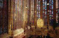 کلیسا های دنیا با  معماری جهان با شیشههای رنگی