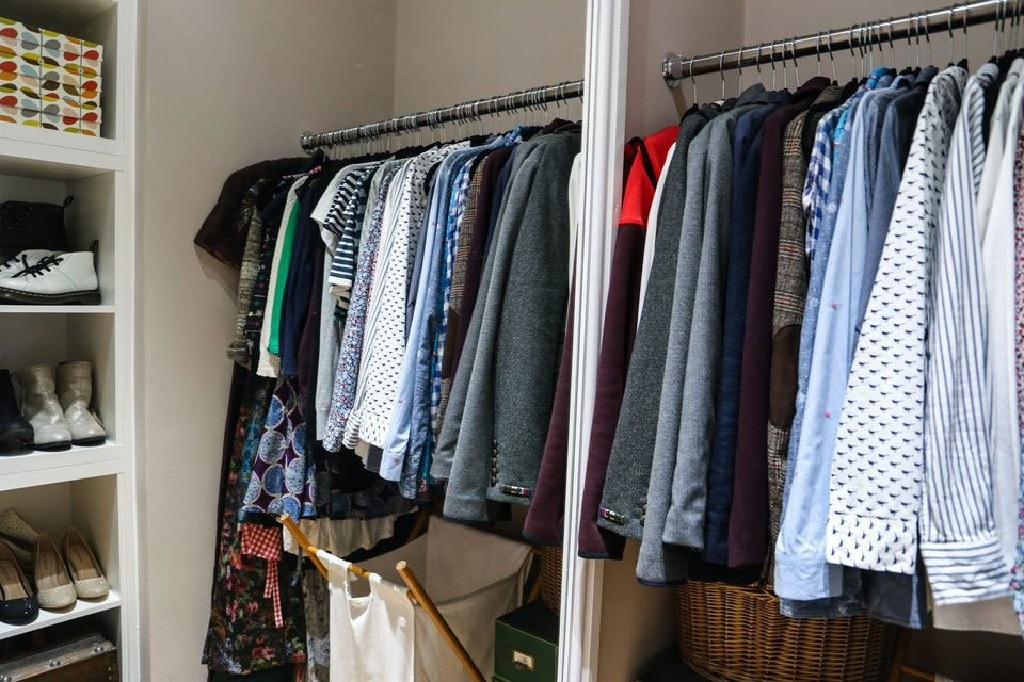 11 راه برای مرتب کردن کمد لباس
