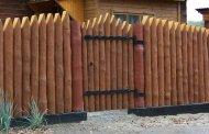 در چوبی حیاط