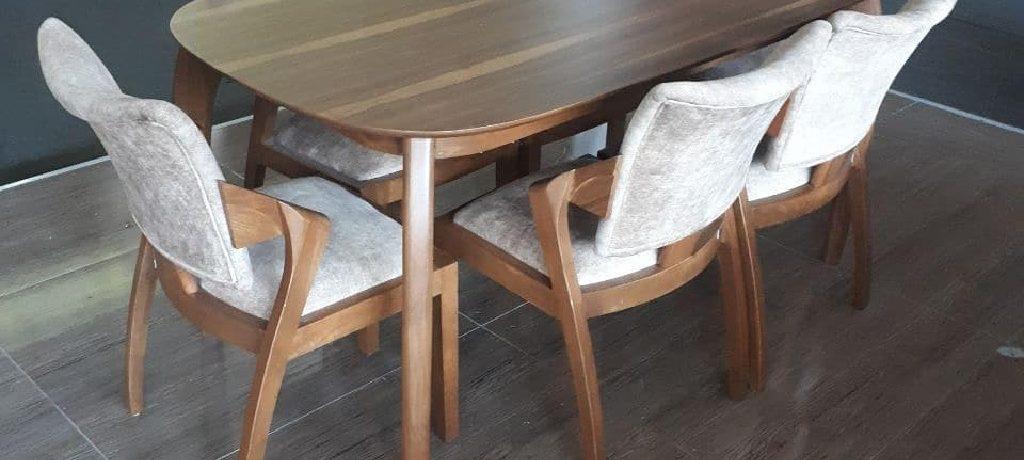 لمس راحتی با صندلی ناهارخوری بوگاتی